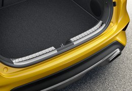 Trunk sill trim line, high gloss