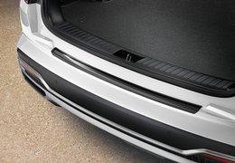 Rear bumper trim line, piano black